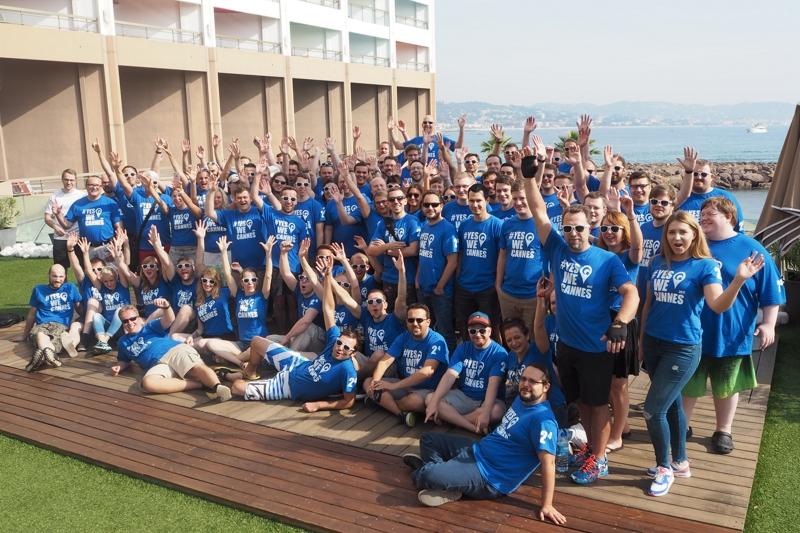Gruppenfoto der QuinScape-Mitarbeiter in Cannes