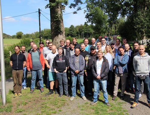 Hemdsärmelig statt Daten schubsend – QuinScape engagiert sich für gemeinnütziges Projekt im Sauerland